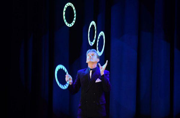 sebastian_juggling